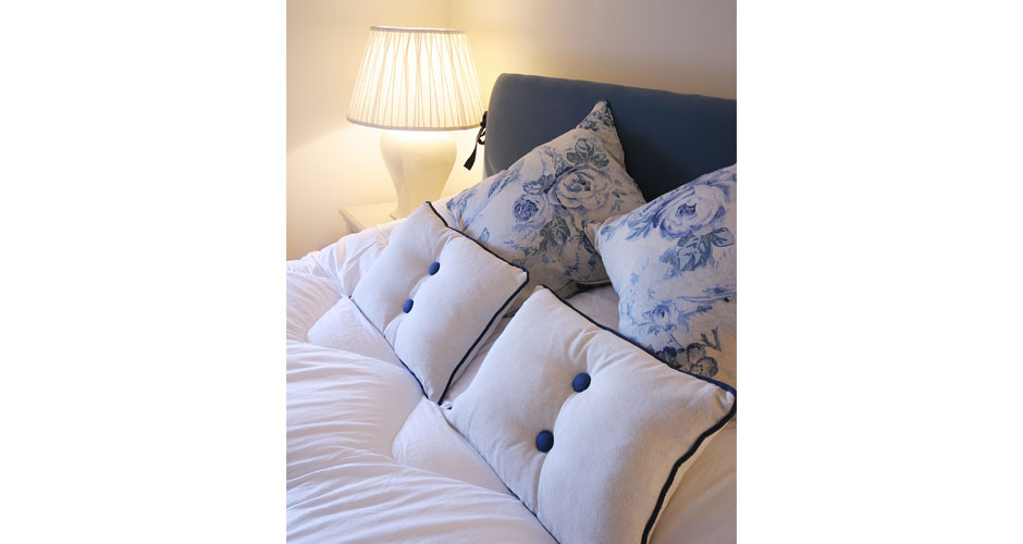 Sea faring bedroom look and cushions